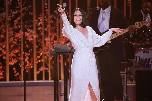 Jessie Christmas.Jessie J Releasing Christmas Album Featuring Boyz Ii Men